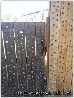 Add Glass Marbles to Garden Fence DIY Project - Homesteading - The Homestead Survival .Com How To Add Glass Marbles to Garden Fence DIY Project - Homesteading - The Homestead Survival .Com Mountain River Handicraft Incense Holder 😍 Marble Fence, Concrete Fence, Metal Fence, Stone Fence, Wire Fence, Fence Landscaping, Backyard Fences, Modern Landscaping, Diy Garden Fence