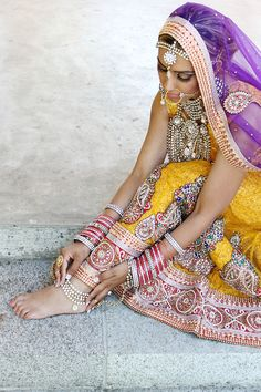Bride in India ~ Ram Bassi Photography India Fashion, Asian Fashion, Fashion Edgy, Indian Dresses, Indian Outfits, Indian Clothes, Moda India, Isadora Duncan, Asian Bridal