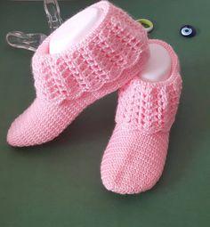 Expressed Models of Booties - Patik Modelleri Crochet Slipper Boots, Crochet Slipper Pattern, Crochet Baby Boots, Knitted Slippers, Knitted Hats, Free Crochet Bootie Patterns, Easy Crochet Patterns, Knitting Socks, Baby Knitting