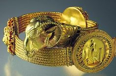 Scythian gold excavated in the Crimea, Russia ⍢ https://de.pinterest.com/debjosmith/ancient-zoomorphic-gold/