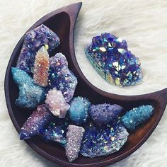 Gorgeous 42 Awesome Crystal Mineral Decor Ideas To Try Now. Crystal Magic, Crystal Grid, Crystal Healing, Chakra Healing, Quartz Crystal, Crystal Shop, Crystal Skull, Crystal Cluster, Minerals And Gemstones