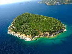 Остров, Греция, 159 000 кв.м
