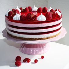"400 mentions J'aime, 42 commentaires - Cathrine MK (@glitteriine) sur Instagram : ""Bringebærostekake med gelé Raspberry Jelly Cheesecake#ostekake #cheesecake #bringebær #raspberry…"" Jelly Cheesecake, Cheesecakes, Birthday Cakes, Pastries, Cake Recipes, Raspberry, Special Occasion, Sweet Treats, Food And Drink"