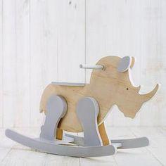 Balancín Rinoceronte Wood Shop Projects, Wooden Projects, Wood Crafts, Wooden Toy Cars, Wood Toys, Woodworking Toys, Woodworking Projects, Rocking Horse Plans, Diy Kids Furniture
