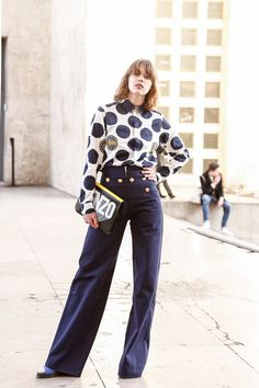 Street Style of Paris: Mathilde Warnier in KENZO Shirt & Clutch Bag. Mathilde Warnier, Street Snap, Fashion Beauty, Womens Fashion, Colourful Outfits, Kenzo, Outfit Of The Day, Street Style, Paris