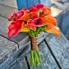 Real Weddings - An Autumn Beach Wedding in Moss Beach, CA - Orange Matron of Honor Bouquet Calla Lillies, Calla Lily, Deco Orange, Orange Pink, Orange Flowers, Orange Brown, Yellow, Wedding Bouquets, Wedding Flowers