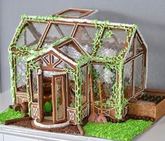 Fantastic Photographs Beautiful Christmas Gingerbread House Ideas - Blush & Pine Concepts The most effective immediately vacation getaway in the Pacific Northwest is The Lights of Xmas in S Gingerbread House Designs, Gingerbread House Parties, Gingerbread Village, Christmas Gingerbread House, Christmas Treats, Christmas Baking, Christmas Fun, Christmas Cookies, Christmas Decorations