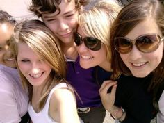 Harry styles Harry Styles unseen pictures: One Direction star before he was famous - Mirror Online Harry Styles Bandana, Fetus Harry Styles, Harry Styles 2015, Harry Styles Funny, Harry Styles Baby, Harry Styles Imagines, Harry Styles Pictures, Harry Edward Styles, Louis Tomlinson