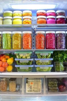 with the rainbow fridge! Eat the rainbow! Wait sounds like a skittles thing? Anyways you know what we mean 😁 happy prepping! Refrigerator Organization, Pantry Organization, Organized Fridge, Refrigerator Storage, Organizing Ideas, Storage Organizers, Staying Organized, Healthy Fridge, Home Organisation