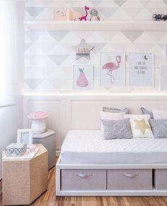 Este quartinho de bebê, ficou ainda mais charmoso com as mesinhas da @kmm_design. Ficou um mimo!!! Projeto @figueiredo_fischer #baby #babyroom #babies #bebe #cute #parceria #jobdehoje #bedroom #arquitetura #homedecor #decor #home #instababy #details #love #photooftheday #archilovers #like #instagram #pink #barbie #girl #dicasdafabi #fabiarquiteta