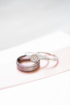 nice Bague de fiançailles 2017 - Une bague de fiançailles éblouissante - diamant rond avec réglage de la bande de pavé et de halo! {Rob ...