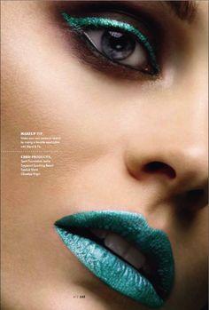 Boca e delineador azul | Matching blue eye liner and lips
