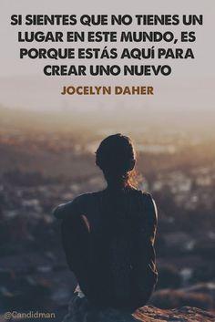 Una invitación clara a dejar la sensación de no pertenecer y crear un nuevo espacio, es la que Jocelyn Daher plantea en esta frase compartida en Pinterest por @candidman. Sentirse fuera de lugar,d…