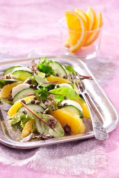 Appelsiini-mozzarellasalaatti | K-ruoka #sitrushedelmät Appetizer Salads, Appetizers, Mozzarella, Tacos, Food And Drink, Mexican, Ethnic Recipes, Soups, Salads