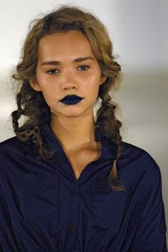 so this is how you pull off blue lipstick