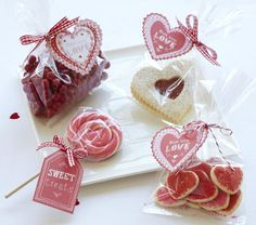 Make up sweet little cellophane treat packets for kid's class with this Treat Kit from Meri Meri.