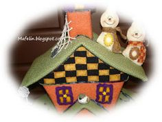 This is a haunted house, made of cardboard and lined with felt and is ready for scare everyone on halloween. but of tenderness! Get Ready, Halloween, Felt, House, Holiday Decor, Fabric, Room, Home Decor, Tejido