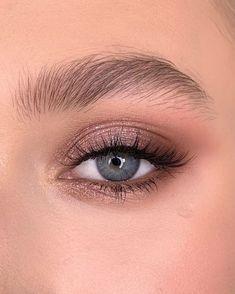 Make up made with Rose Gold Remastered On upper eyelid pink diamond Corner with demure/henna/coco ___ Макияж выполнен… Makeup Eye Looks, Cute Makeup, Simple Makeup, Skin Makeup, Eyeshadow Makeup, Crazy Eyeshadow, Sweet Makeup, Gel Eyeliner, Glitter Eyeshadow