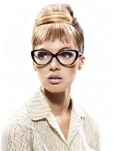 The vintage vibe a pair of cat's-eye glasses gives is so chic. I love how Roberto Cavalli eyewear blends old styles with new, modern looks. Cool Glasses, New Glasses, Cat Eye Glasses, Girls With Glasses, Fake Glasses, Glasses Frames, Lunette Style, Look 2015, Fashion Eye Glasses
