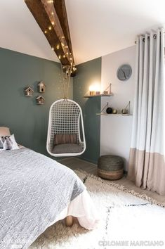 Teen Bedroom Ideas - Some unique teen bedroom ideas that add fun to a room include: A creative swing or hanging chair. A hanging bed. A wall mounted fish tank. A round bed. A chalkboard wall where they can express themselves (note: chalkboard paint is ava Interior, Home Bedroom, Bedroom Design, Home Decor, Room Inspiration, Living Room Interior, Bedroom Inspirations, Interior Design, New Room
