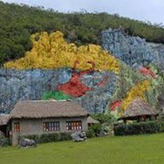 CubaTravel El Valle de Viñales está ubicado en la provincia de Pinar del Río, zona más occidental de Cuba. Localizado en la Sierra de los Órganos, exactamente en el grupo montañoso de la cordillera de Guaniguanico. Este valle y gran parte de la sierra que lo rodea es aprobado en 1999 como uno de los Parques Nacionales de Cuba y en diciembre de ese mismo año fue declarado Patrimonio Natural de la Humanidad por la Unesco. Es una de las áreas más conocidas y atractivas de Cuba, presenta un…
