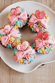 These gorgeously sweet bow and heart adorned floral cupcakes are some of my favourite cuppies of all time. Pretty Cupcakes, Beautiful Cupcakes, Yummy Cupcakes, Baking Cupcakes, Cupcake Cookies, Heart Cupcakes, Flower Cupcakes, Cupcake Cupcake, Rainbow Cupcakes
