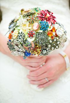 Want a brooch bouquet but don't have enough? Ask for them during your brdal shower! {Priscilla Thomas Photography}