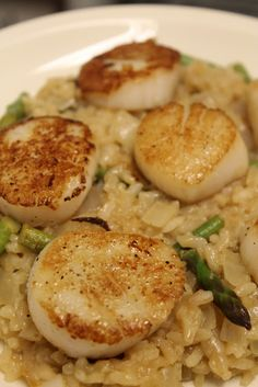 Seared scallops with lemon asparagus risotto