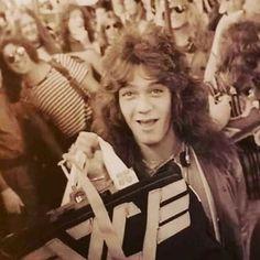 Famous Guitars, Eddie Van Halen, Rock N Roll, King, Dance, Music, People, Baby, Dancing