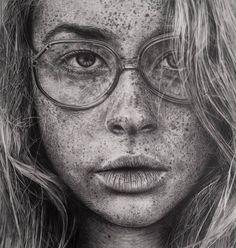 Deze tekening inspireert mij omdat deze tekening een foto lijkt. De kunstenares Monica Lee uit Maleisië maakt meer van dit soort fotorealistische tekeningen. Ik vind het vooral mooi omdat ieder haartje en ieder sproetje perfect is uitgewerkt. Ik vind hier de structuur van de lippen ook heel mooi gemaakt.