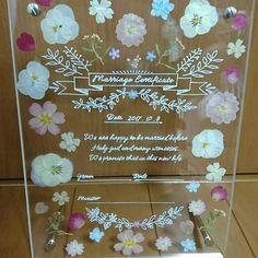 アクリル板と押し花を使った可愛い結婚証明書