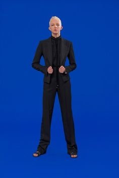 Antonio Berardi Resort 2020 Fashion Show Star Fashion, New Fashion, Fashion Show, Fashion Trends, Antonio Berardi, Vogue Paris, Catherine Baba, Club Kids, Black Suits