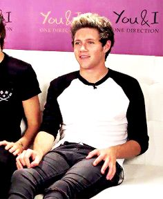 niall during the livestream on sunday pretending the album didn't leak