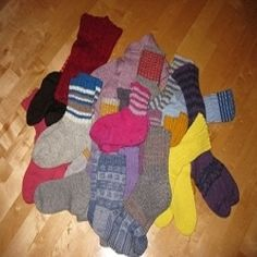 Socks can be crocheted as well as knitted. These free patterns for crocheted socks are designed to be as comfortable as hand knit socks. Top-down and toe-up sock patterns are included.Unusual patterns include pedicure socks and 1916 baby socks. Sock Crafts, Clothes Crafts, Kid Crafts, Wool Socks, Knitting Socks, Crochet Socks, Reusable Things, Non Skid Socks, Sock Animals