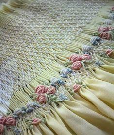 Smocking Baby, Smocking Plates, Smocking Patterns, Sewing Patterns, Baby Embroidery, Embroidery Stitches, Bordado Tipo Chicken Scratch, Punto Smok, Sewing Caddy