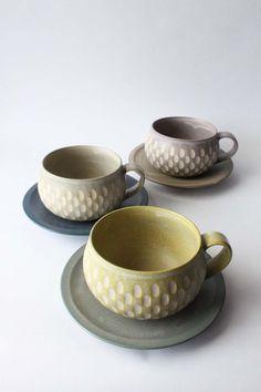 Incised cup & saucer by Mayumi Yamashita