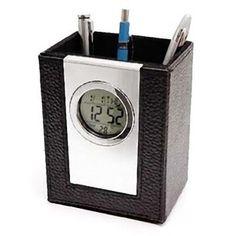 6218c8cdebf Relógio de mesa com porta caneta.Relógio de mesa executivo em couro com porta  canetas. Função calendário e... Memory Brindes