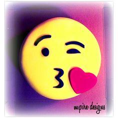 Morning kisses! #emojicake #emoji #kisses #emojikiss #emojies #smiley #smileyface #cake #custom #customcakes #weddings #events #corporate #kidsparty #kids #children #hugsandkisses #xoxo #bridalshowers #babyshowers #anniversary #cakeblog #torontoblog #toronto #blog #mpiredesigns