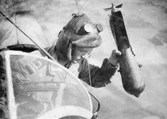 O lançamento manual de bombas foi realizado até o final da Primeira Guerra Mundial (Domínio Público)