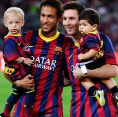 Neymar of FC Barcelona with his son Davi Lucca (L) and his team-mate Lionel Messi of FC Barcelona with his son Thiago pose for a photo prior to the La Liga match between FC Barcelona and Real Sociedad de Futbol at Camp Nou on September 2013 in Barcelo Fc Barcelona, Claudio Bravo Barcelona, Barcelona Soccer, Barcelona Catalonia, Neymar Jr, Messi Neymar Suarez, Lionel Messi, Camp Nou, Good Soccer Players