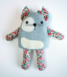Cats Toys Ideas - Im sorry, Im always spamming you with my pins - Ideal toys for small cats Sewing Toys, Sewing Crafts, Sewing Projects, Sewing Stuffed Animals, Stuffed Toys Patterns, Ideal Toys, Sock Dolls, Rag Dolls, Fabric Animals