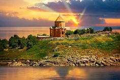 Picture of the Armenian Orthodox Cathedral - Akdamar Island - Turkey 51 | Photos Gallery