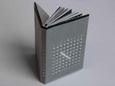 Podívejte se na můj projekt @Behance: \u201cBook design of Krysař by Veronika Áčová\u201d https://www.behance.net/gallery/48706257/Book-design-of-Krysar-by-Veronika-Acova