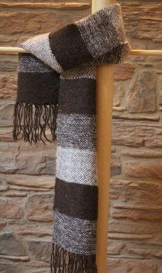 Sciarpa fatta a telaio                                 Composizione: 70% alpaca 30% mohair  Misura: 30 x 1,20