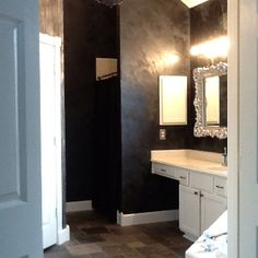 Modern Masters Venetian Plaster and Metallic Plaster Wall Finish | Dual plaster treatment by Karla Boddie of Luxe Faux #forthehome #homedecor