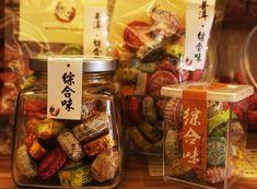 「迪化街」は、バロック調のレトロ建築が立ち並ぶ台北一の問屋街。ノスタルジックな通りには、漢方やからすみ、台湾茶、そしてドライフルーツなどの台湾名物の乾物を売るお店が所狭しと並びます。そんな「迪化街」で買って帰りたいお土産がドライフルーツ。台湾のドライフルーツは肉厚で大きく、食べごたえ抜群!今回は、数ある乾物屋の中からおススメのショップとお土産をご紹介します!台湾オリジナルの水果茶も買えますよ!