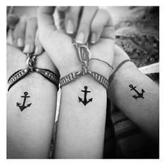 Levando anclas | 29 Tatuajes a juego que le darán metas serias a tu grupo de amigas