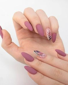 Semi-permanent varnish, false nails, patches: which manicure to choose? - My Nails Bride Nails, Prom Nails, Wedding Nails, Rose Gold Nails, Matte Nails, Matte Almond Nails, Glitter Nails, Acrylic Nails Almond Short, Almond Nail Art