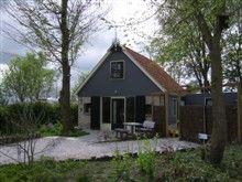 Friesland- vakantiehuis ( 4 pers)  it Dreamlan gelegen in de natuur bij een kleine camping waar kinderen kunnen spelen en zelfs gebruik kunnen maken van 3 kano's.