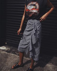 Location: Paddington I've never thought a skirt with this length and pattern would once be one of my faves! Youalsowouldn't believe how flattering the ruffles on the side are! Can&#82…